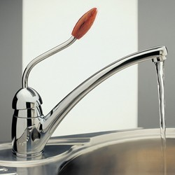 Tre Mercati Kitchen Picasso Kitchen Tap With Walnut Knob (Chrome).