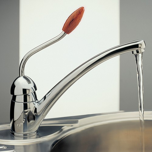 Additional image for Picasso Kitchen Tap With Walnut Knob (Chrome).