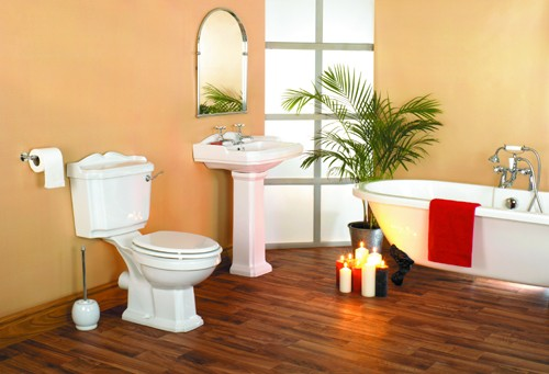 Additional image for Traditional four piece bathroom suite with 1 tap hole basin.